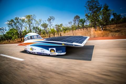 Гонка World Solar Challenge спонсируется компанией Bridgestone